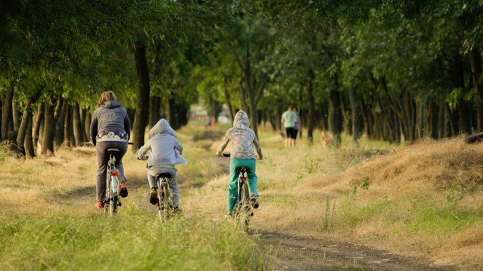 Optez pour un vélo électrique lors d'une randonnée de vacances
